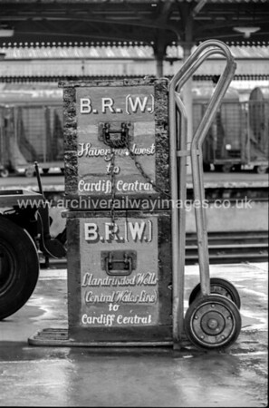 BR(W) Boxes & Sack Barrow 26/1/84 Cardiff Central