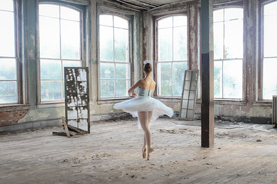 Gateway Macon (ballerina in Dannenburg building)