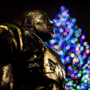 Sam Mills memorial statue