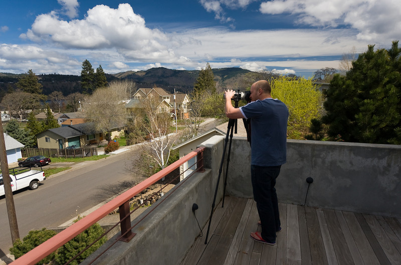 "<a href=""http://www.krza.smugmug.com/"">Kris Regentin</a> doing a try-before-you-buy with Canon's 100-400 on my front deck.  Location: Hood River, Oregon  Lens used: 10-22mm f3.5-4.5"
