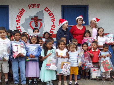 Kids of Santa Inez with Santas helpers