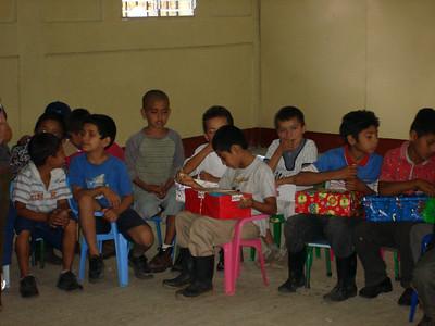 Apanas children enjoying their smile boxes