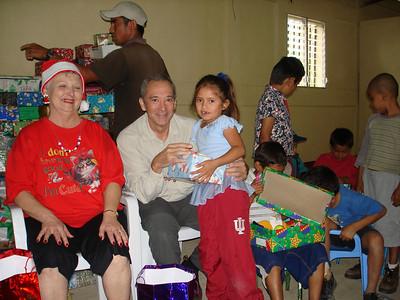 David handing out boxes at Apanas