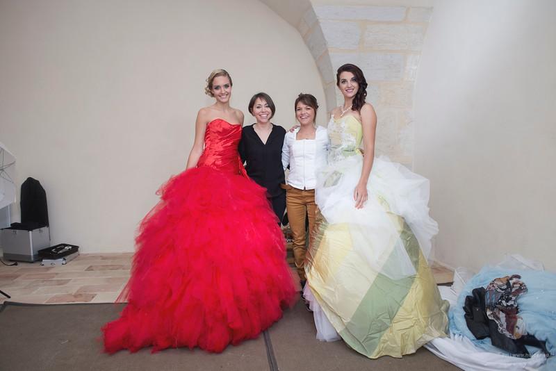Shooting photo en robes de créatrice de Isabelle Dupéré au chateau de la Mogère