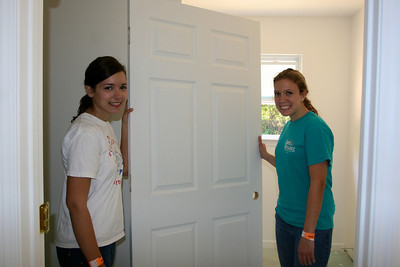 Two girls are hanging a door!