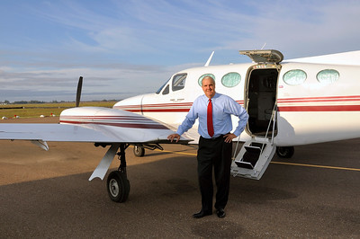 Bill Luckett running for Govenor of Mississippi flys to Jackson from Fletcher Field Airport