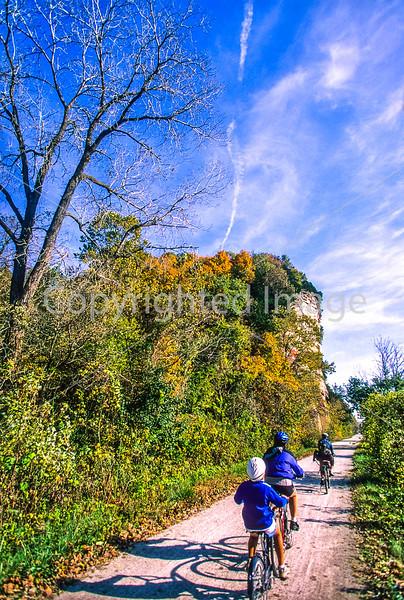 Biker(s) on Missouri's Katy Trail - 125-2 - 72 ppi