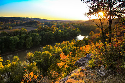 A fall evening at Castlewood State Park in St. Louis. Countless vistas give hikers picturesque views of the Meramec River.  Photo by Kyle Spradley | www.kspradleyphoto.com