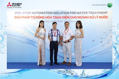 Mitsubishi-Electric-instant-print-photo-booth-Sheraton-Saigon-Chup-hinh-lay-lien-su-kien-WefieBox-Photobooth-Vietnam-21