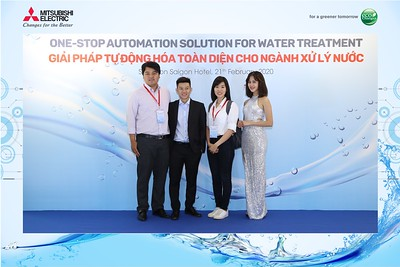 Mitsubishi-Electric-instant-print-photo-booth-Sheraton-Saigon-Chup-hinh-lay-lien-su-kien-WefieBox-Photobooth-Vietnam-12
