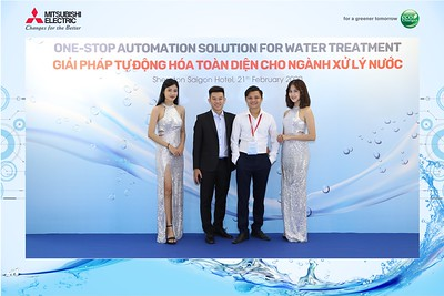 Mitsubishi-Electric-instant-print-photo-booth-Sheraton-Saigon-Chup-hinh-lay-lien-su-kien-WefieBox-Photobooth-Vietnam-19
