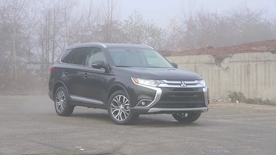 2018 Mitsubishi Outlander 2.4 SEL S-AWC Parked Reel