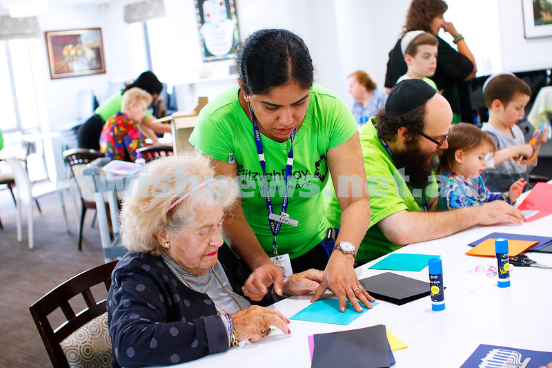 18-11-18. Mitzvah Day 2018. Jewish Care, Gary Smorgon House. Making Chanukah cards. Photo: Peter Haskin