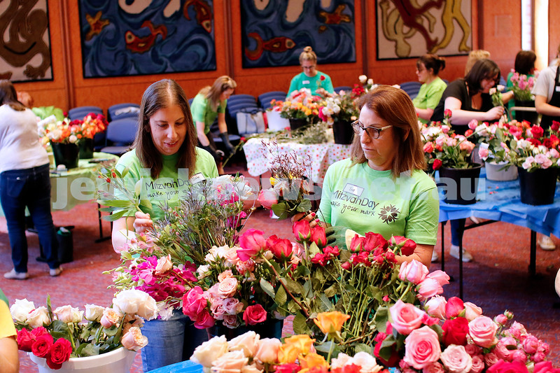 18-11-18. Mitzvah Day 2018. Random Acts of Flowers at Temple Beth Israel. Photo: Peter Haskin