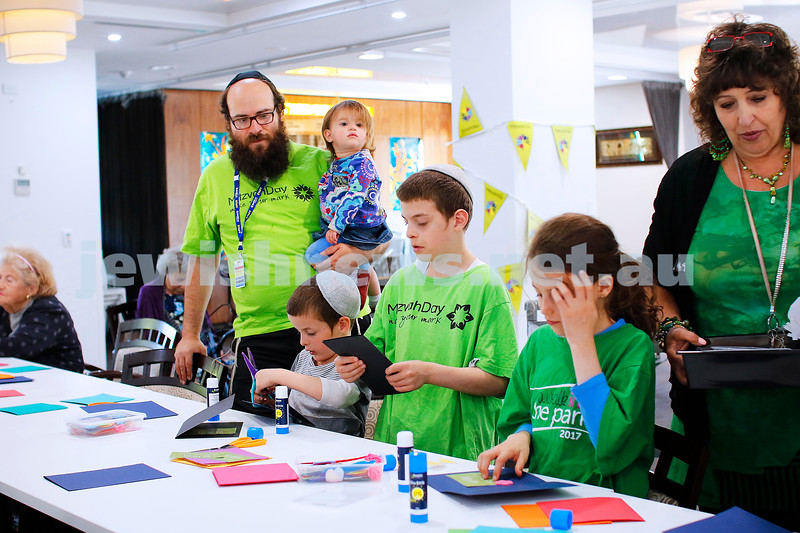 18-11-18. Mitzvah Day 2018. Jewish Care, Gary Smorgon House. Making Chanukah cards. Photo: Peter Haskin
