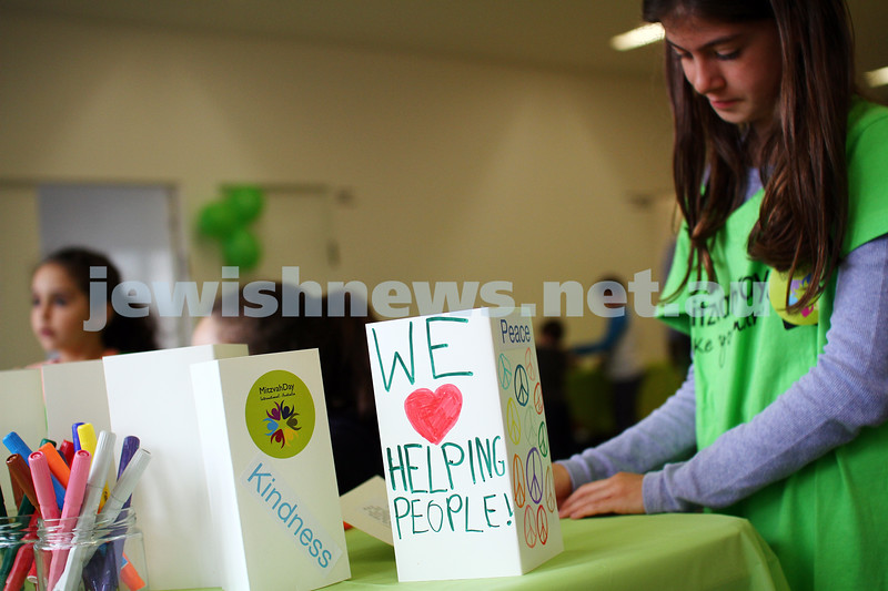 16-11-14. Mitzvah Day, Melbourne 2014. Central Shul. Food preparation and distrubution to families in need. Photo: Peter Haskin