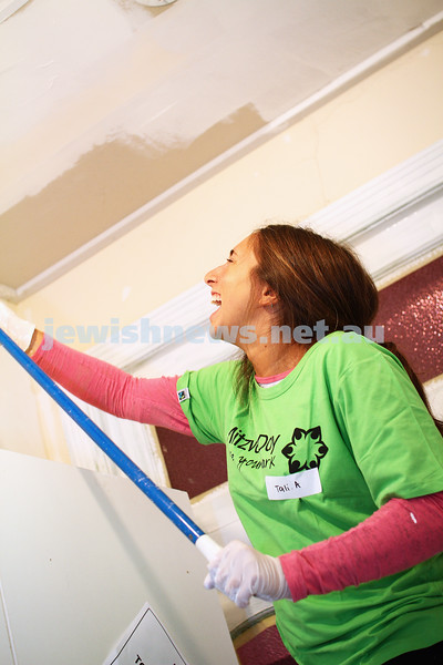 16-11-14. Mitzvah Day 2014. Hagshamah painting child care centre. Photo: Peter Haskin