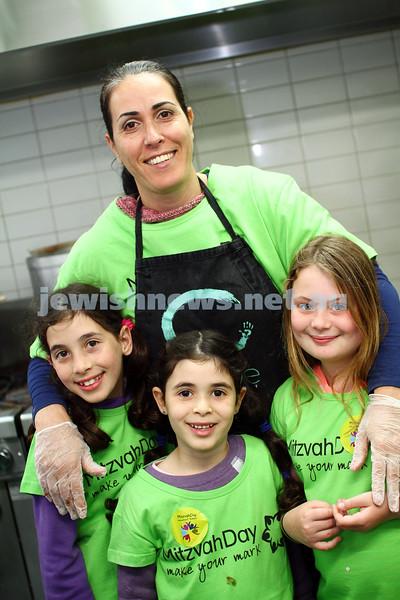 16-11-14. Mitzvah Day Melbourne 2014. CCare preparing meals at Werdiger Hall. Photo: Peter Haskin