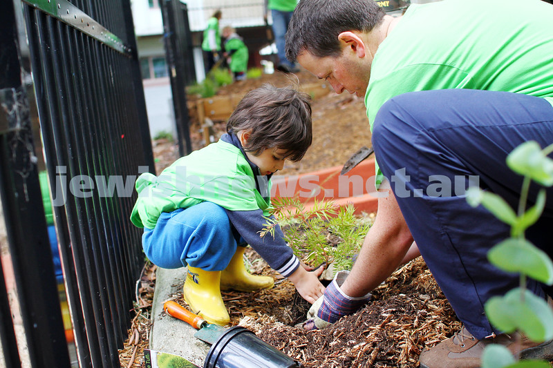 16-11-14. Mitzvah Day, Melbourne 2014. Spiritgrow and Ardoch Youth Foundation planting a community garden for disadvantaged chilren. Photo: Peter Haskin