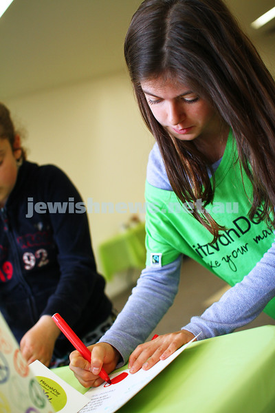 16-11-14. Mitzvah Day Melbourne 2014. Making meals and cards at Central Shul. Photo: Peter Haskin