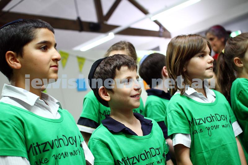 16-11-14. Mitzvah Day 2014. Seniors lunch at Kehilat Nitzan. Photo: Peter Haskin