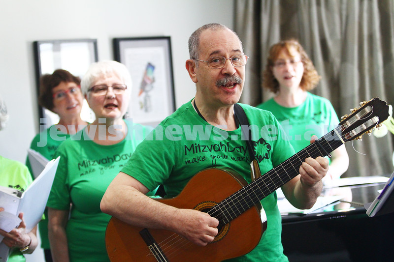 16-11-14. Mitzvah Day, Melbourne 2014. Members of Nitzanim performing at Arcare.  Photo: Peter Haskin
