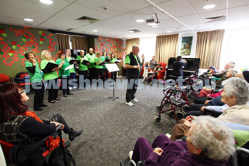 16-11-14. Mitzvah Day 2014. Liron performing at Jewish Care, Munzer House. Photo: Peter Haskin