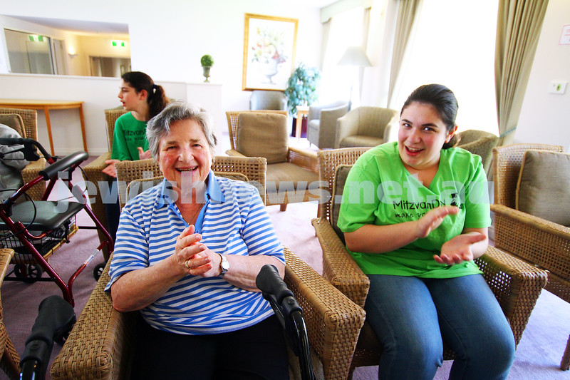 15-11-15. Mitzvah Day. Brighton Hebrew Congregation visiting and singing for the residents of Claremony Terrace, McKinnon. Photo: Peter Haskin