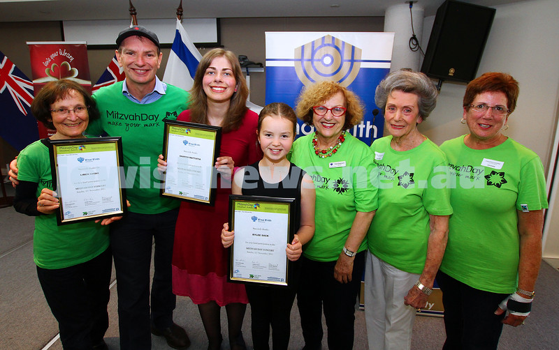 15-11-15. Mitzvah Day. Bnai Brith at Beth Weizmann. Photo: Peter Haskin
