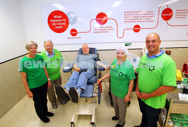 15-11-15. Mitzvah Day. Kehilat Nitzan and MDA at the Hawthorn Rd Blood Bank. Photo: Peter Haskin