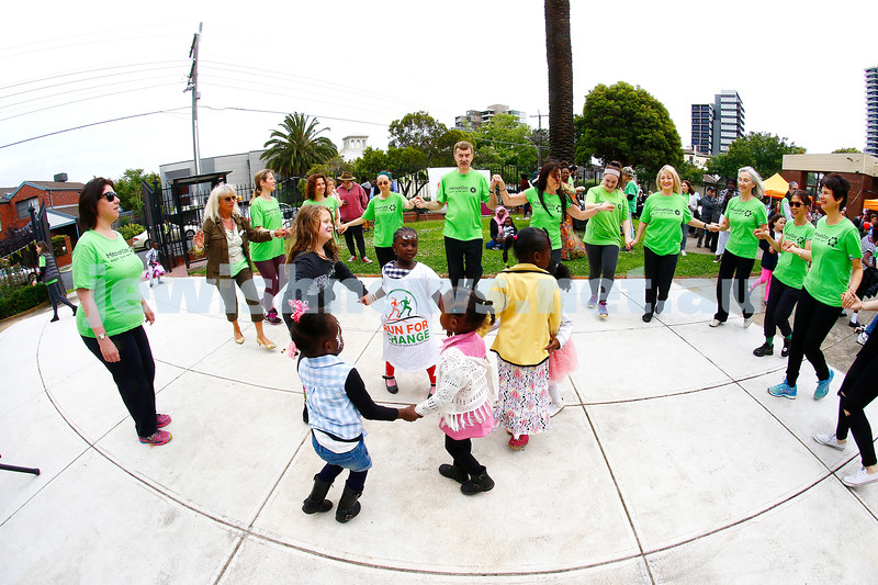 27-11-16. Mitzvah Day.  Stand Up / Jewish Museum/ Temple Beth Israel hosting an afternoon for the Sudanese community at St Kilda Shul. Photo: Peter Haskin