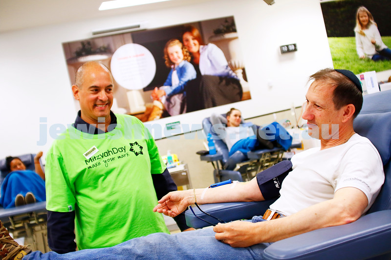 27-11-16. Mitzvah Day. Kehilat Nitzan and Magen David Adom at the Blood Bank. Harold Benporath. Sam Pinkus. Photo: Peter Haskin