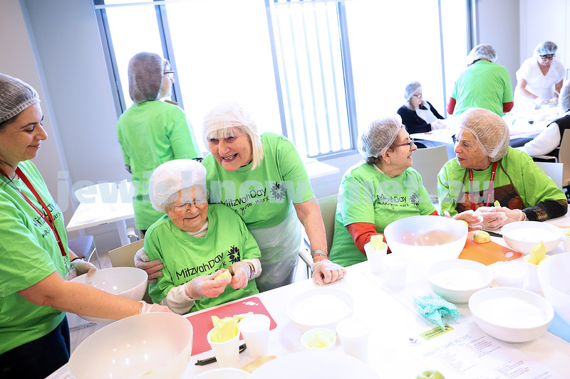 17-11-19. Mitzvah Day in Melbourne. Souper Kitchen - St Kilda Shul. NCJWA - Our Kitchen Table. Emmy Monash - Darchei Shalom. WIZO Kids - Eat Up. Temple Beth Israel. Stand Up picnic at King David. MDA Blood drive. Photo: Peter Haskin