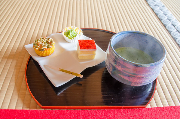 Kanrantai tea service - green tea and sweets
