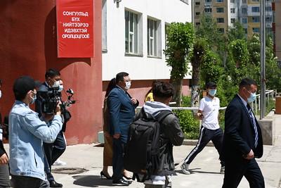 2021 оны зургадугаар сарын 9. Монгол Улсын Ерөнхийлөгчийн сонгуульд Ардчилсан намаас нэр дэвшигч С.Эрдэнэ саналаа өглөө.  ГЭРЭЛ ЗУРГИЙГ Д.ЗАНДАНБАТ/MPA