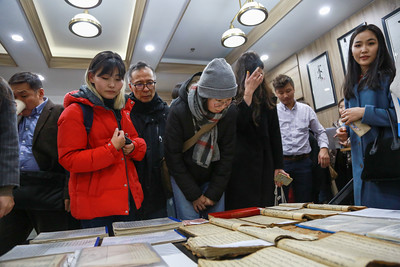 """2020 оны аравдугаар сарын 12. """"Ховор номын болон монгол бичгээр хэвлэгдсэн бүтээлийн үзэсгэлэн""""-гийн нээлт боллоо.  ГЭРЭЛ ЗУРГИЙГ Д.ЗАНДАНБАТ/MPA"""