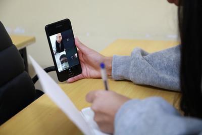2020 оны есдүгээр сарын 1. Онлайнаар хичээлээ хийж буй оюутанууд.    ГЭРЭЛ ЗУРГИЙГ Д.ЗАНДАНБАТ/MPA