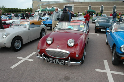 WXM924  The current owner was unaware of his car's previous Williams & Pritchard history, having been most probably used in 1962 by the company for Charlie William's Son. Original photos exist and the owner and the Williams & Pritchard Register are now in direct contact. Read about it here http://www.williamsandpritchardregister.co.uk/WXM924.htm