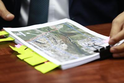 2021 оны зургадугаар сарын 15. ХУД-ийн 17 хороо, Туул голын эрэг дагуу газар эзэмшиж байсан 19 АНН-ийн газар эзэмших эрхийг хүчингүй болгосон талаар мэдээлэл хийлээ. ГЭРЭЛ ЗУРГИЙГ Д.ЗАНДАНБАТ/MPA