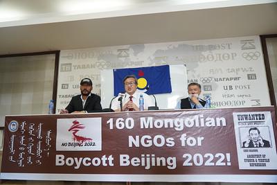 """2021 оны наймдугаар сарын 25. """"Өвөр Монголд сургуулийн өмнөх насны хүүхдийг хятадаар сургах болсныг эсэргүүцье"""" сэдвээр Иргэний хөдөлгөөнүүд мэдээлэл хийлээ. ГЭРЭЛ ЗУРГИЙГ И.НОМИН/MPA"""