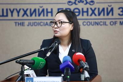 """2020 оны долдугаар сарын 9.  """"Нээлттэй шүүх"""" хэвлэлийн бага хурал болно. Хурлаар Монгол Улсын шүүхийн 2020 оны эхний хагас жилийн шүүн таслах ажлын дүн мэдээ болон олон нийтийн анхаарлын төвд байгаа хэргийг шүүхээр шийдвэрлэсэн талаар мэдээлэл хийлээ. ГЭРЭЛ ЗУРГИЙГ Д.ЗАНДАНБАТ/МРА"""