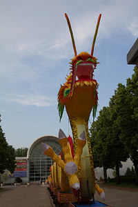 This huge dragon greets you as you drive into the Garden