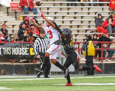 Terps linebacker  Jermaine Carter, Jr works Rutger's wide receiver Juwan Harris to stop Harris from completing the catch.
