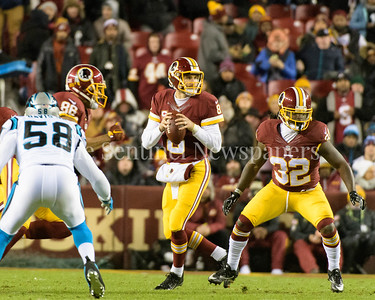 Kirk Cousins lining up for a pass.