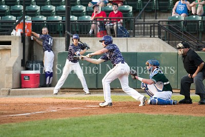 6/12/2017 - Cam Richins (8) ready for the bunt for the Vienna Riverdogs , ©2017 Jacqui South Photography