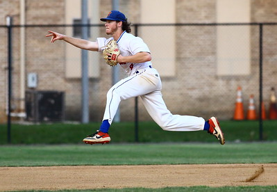 George P. Smith/The Montgomery Sentinel    Silver Spring-Takoma Thunderbolts' Ian McMillan (9) throwing to 3rd on the run.