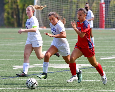 George P. Smith/The Montgomery Sentinel    Sherwood's Isabelle O'Brien (2) and Wootton's Darae Kang (5).