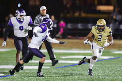 George P. Smith/The Montgomery Sentinel    Good Counsel's Sy'Veon Wilkerson (3) bounces outside away from pressure.