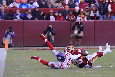 George P. Smith/The Montgomery Sentinel    Giants' Michael Thomas (31) catches Chris Thompson (25) and takes him to the ground.