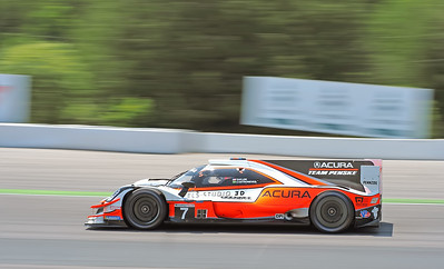 Helio Castroneves in Acura #7 leads the race.